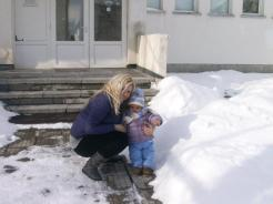 My son meets the snow, he didn't really like it. :)