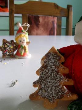 Ангелче и коледни бисквити