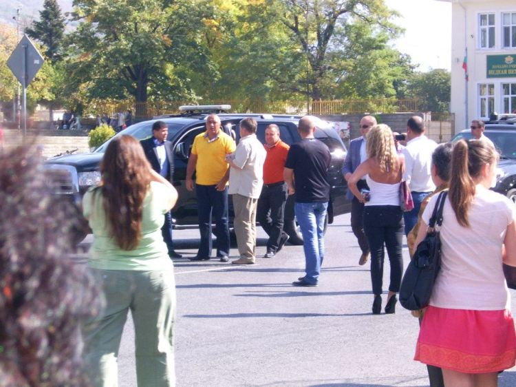 Boyko Borisov yellow t-shirt / Бойко Борисов с жълта тениска