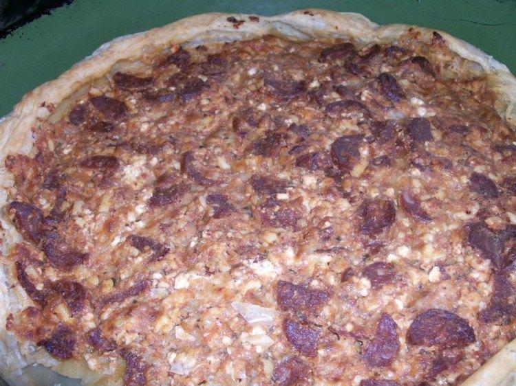 Тарт със сирена, наденица и песто