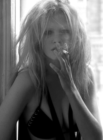 Smoking blonde