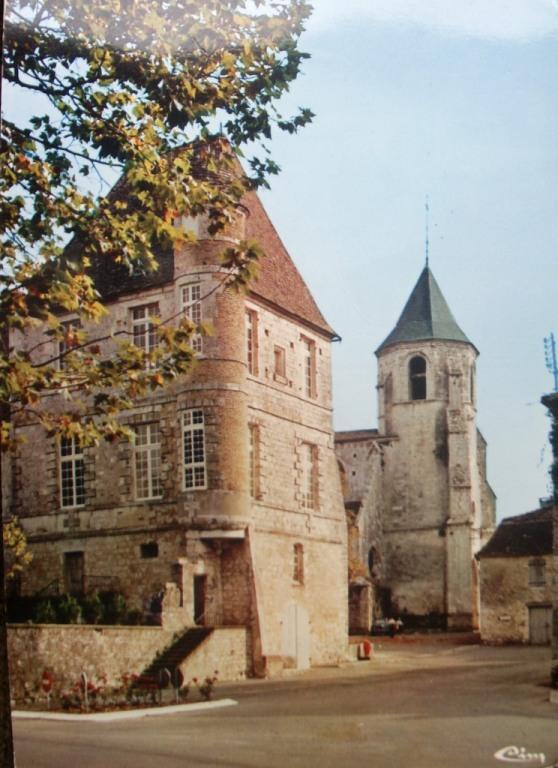 Le chateau et l'eglise, Issigeac, France