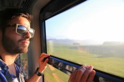 мъж във влак