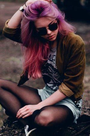жена с цветна коса